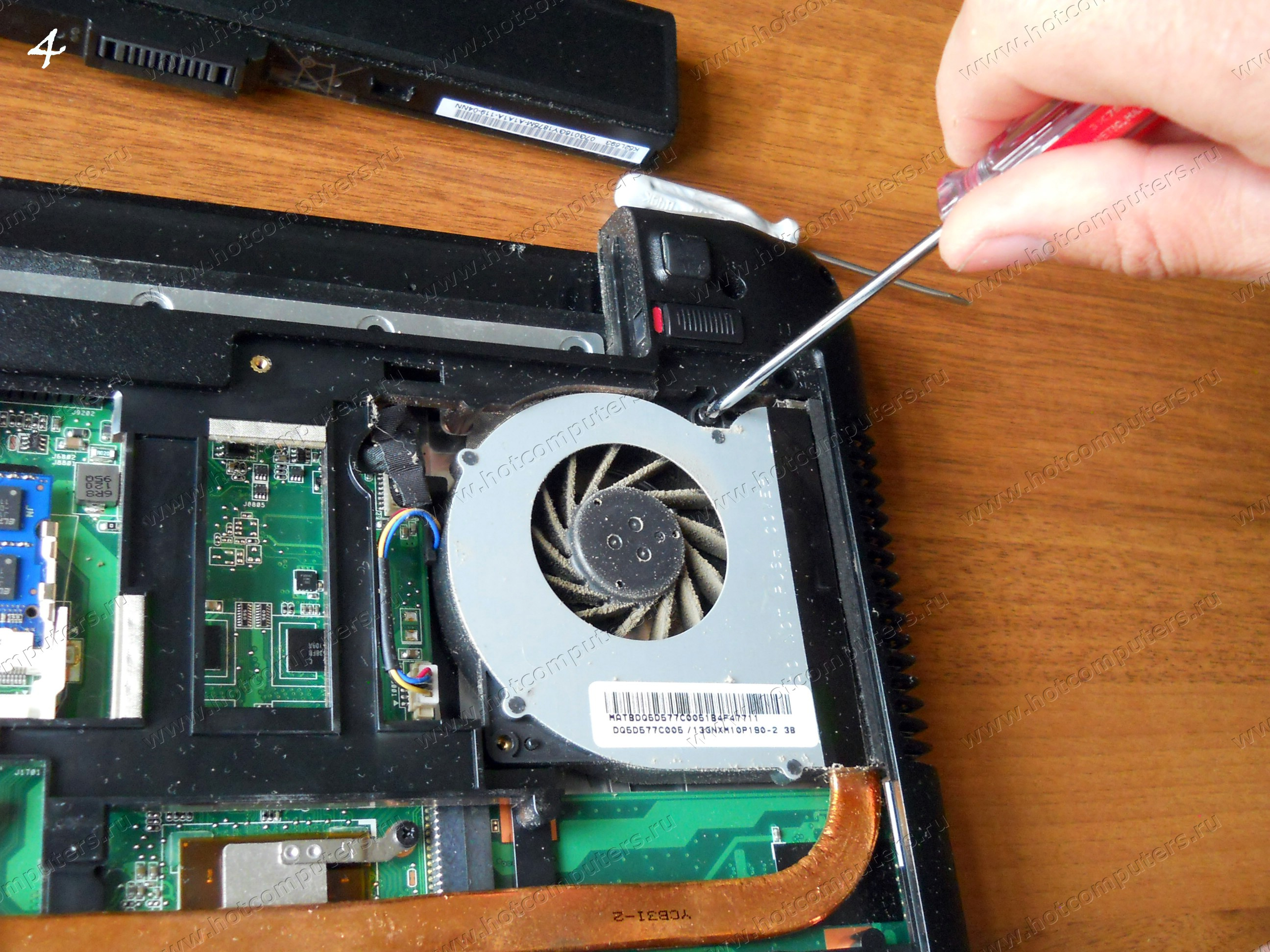 Откручивание болтов кулера ноутбука Asus